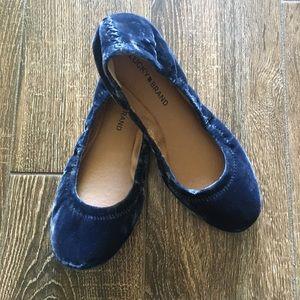 NWOT Lucky Brand EMMIE blue velvet flat